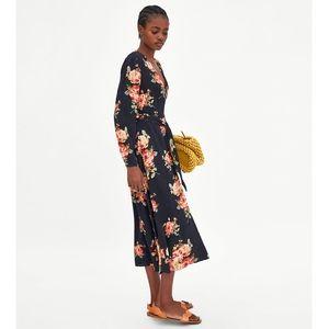 ✨ Zara Floral Print Midi Dress ✨